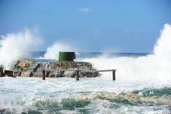 Grote golven, onweer in de zomer Royalty-vrije Stock Afbeelding
