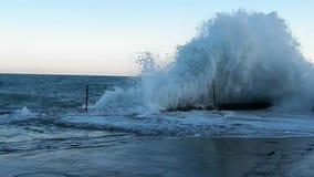Grote golven op de Zwarte Zee stock footage
