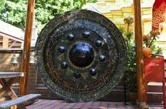 Grote Gong bij Tempel watphan-Ohn Stock Foto's