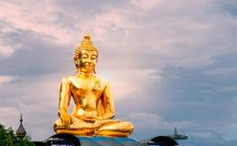Grote gouden Boedha bij Chiang Rai-provincie stock fotografie