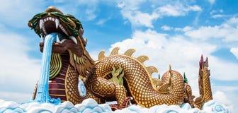 Grote gouden draak Stock Foto