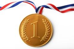 Grote gouden eerste prijsmedaille met lint stock afbeelding