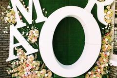 Grote groene achtergrond voor de huwelijksfoto's royalty-vrije stock foto's