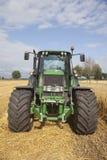 Grote groene tractor Stock Afbeeldingen