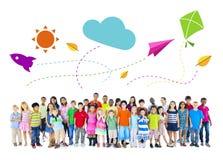 Grote Groep de Multi-etnische Activiteiten van Kinderenkinderjaren royalty-vrije stock afbeelding
