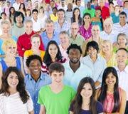 Grote groep multi-etnische mensen Royalty-vrije Stock Foto's