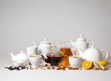 Grote groep thee en koffiekoppen royalty-vrije stock fotografie
