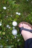 Grote hagel op gras Stock Fotografie