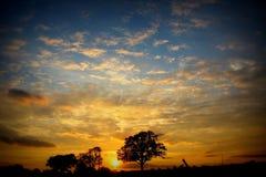 Grote hemel bij zonsondergang royalty-vrije stock fotografie