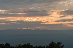 Grote hemel over het Mohonk-Domein in de zomer bij zonsondergang Stock Afbeelding