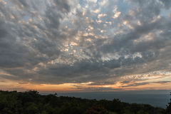 Grote hemel over het Mohonk-Domein in de zomer bij zonsondergang Stock Fotografie