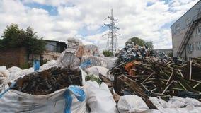 Grote hopen van plastic bussen en dozen, ecologieconcept stock afbeelding
