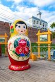 Grote houten die matryoshkapop ook als een Russische het nestelen pop wordt bekend Stock Afbeelding