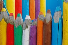 Grote houten gekleurde potloden Stock Foto