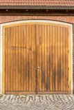 Grote houten staldeur stock afbeelding