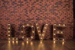 Grote houten verlichte brievenliefde Stock Fotografie