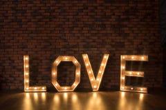 Grote houten verlichte brievenliefde Royalty-vrije Stock Fotografie