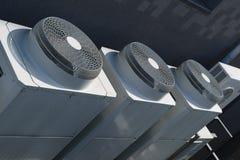 Grote industriële airconditioner buiteneenheden royalty-vrije stock afbeelding