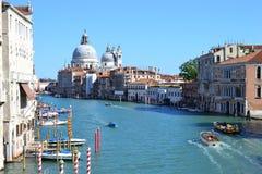 Grote kanaal en Basiliekde Santa Maria della Salute Beautiful kleurrijke stad van Venetië, Italië, Oude Kathedraal stock foto