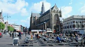 Grote Kerk (stor kyrka) på Groten Markt, Haarlem, Nederländerna, Arkivfoton