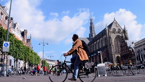 Grote Kerk (stor kyrka) på Groten Markt, Haarlem, Nederländerna, Arkivfoto