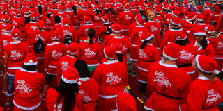 Grote KidsCan Santa Run Auckland Central Stock Afbeelding