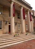 Grote kolommen op een voorportiek royalty-vrije stock afbeelding