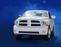 Grote krachtige witte vrachtwagen Stock Afbeeldingen