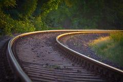 Grote kromme in een spoorweg stock foto