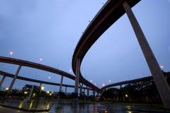 Grote kruisende wegoverheadkosten Stock Foto