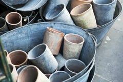 Grote lege potten op verkoop Stock Afbeeldingen