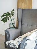 Grote leunstoel voor comfortabele avonden stock afbeeldingen