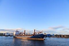 Grote leveringsboten in de haven van Aberdeen op 27 Januari 2016 Stock Foto