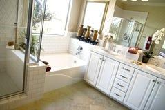 Grote luxe bathroon Royalty-vrije Stock Fotografie