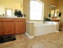 Grote luxe bathroon Royalty-vrije Stock Afbeeldingen