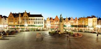 Grote Markt fyrkant i Bruges - Brugge, Belgien royaltyfri bild
