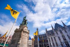 Grote Markt kwadrat w średniowiecznym mieście Brugge przy rankiem Fotografia Stock