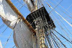Grote mast op oude schoener Royalty-vrije Stock Foto's