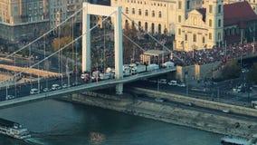 Grote menigte bij een stadsgebeurtenis stock footage