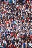 Grote menigte van mensen die op gebeurtenis letten Royalty-vrije Stock Afbeeldingen