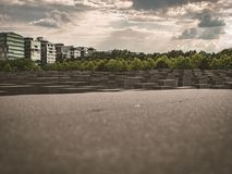 Grote mening over het gedenkteken van Jood in Berlijn stock afbeelding