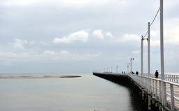 Grote meningen van Hervey Bay van de houten Urangan-pijler stock afbeeldingen