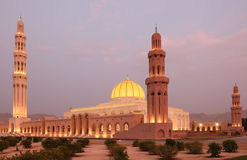 Grote Moskee in Muscateldruif, Oman stock afbeelding
