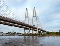 Grote Obukhovsky kabel-gebleven brug, Neva-rivier stock foto's
