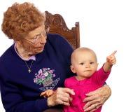 Grote Oma met Grote baby die van elkaar geniet Stock Foto's