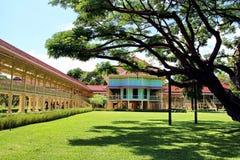Grote oude boom en Koning Rama 6 Paleis, Huahin royalty-vrije stock fotografie