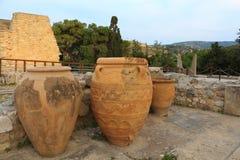 Grote oude ceramische menoan urnen bij Knossos-paleis Kreta Stock Afbeeldingen