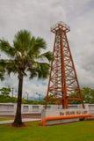 Grote Oude Dame Oil Rig op de stad van de Heuvelmiri van Canada, Borneo, Sarawak, Maleisië stock foto