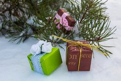 Grote pakketten De winterdag de vooravond van stock foto