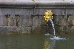 Grote Paleis, fonteinen en cascades in Peterhof Royalty-vrije Stock Afbeelding